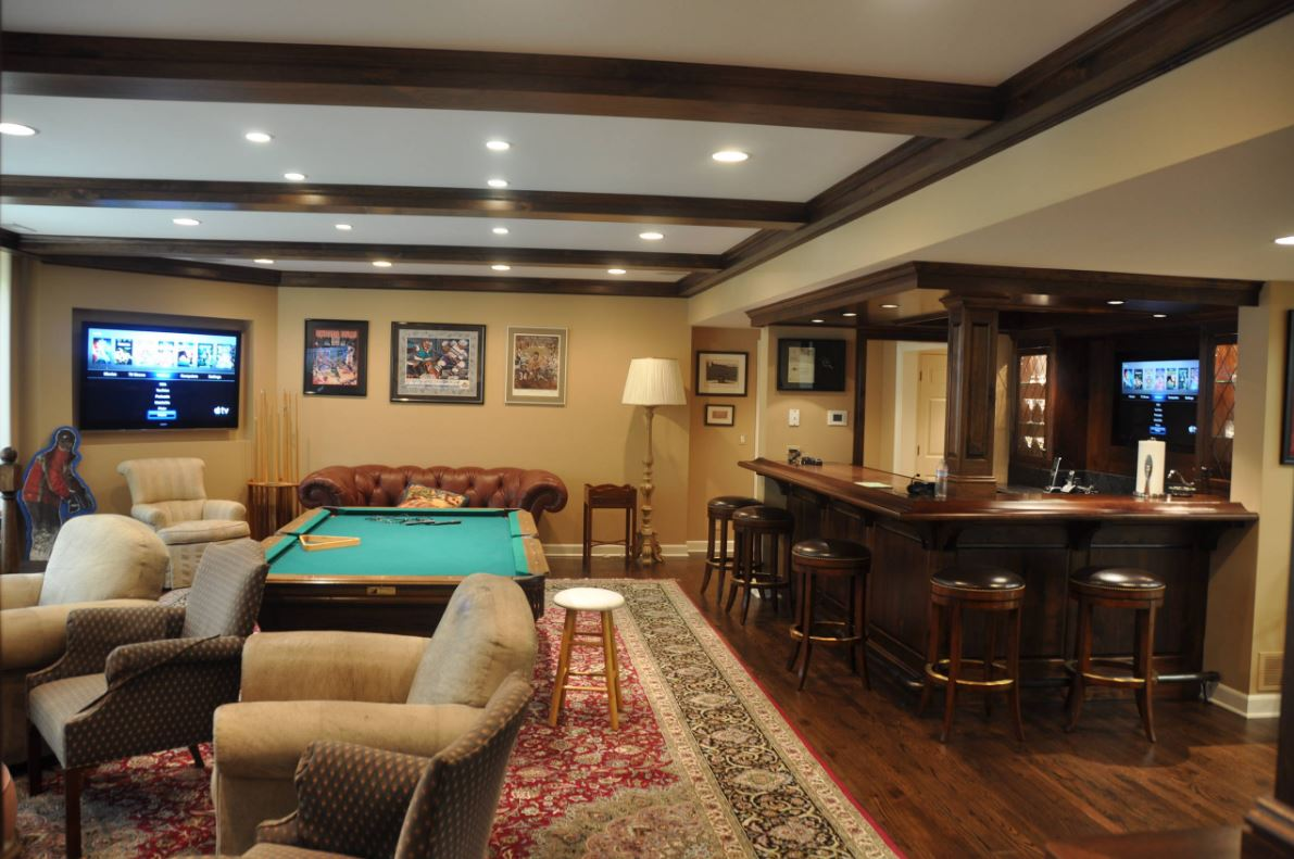 Home Entertainment Room with Bar Chicago
